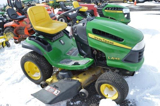 JD LA145 mower, 48'' cut, 1''-4'' cutting heights, 578.7 hrs, gas