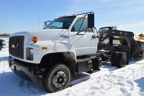 '95 Chevy Kodiak hauler truck w/ 114,578 miles, automatic trans, 2wd, goose