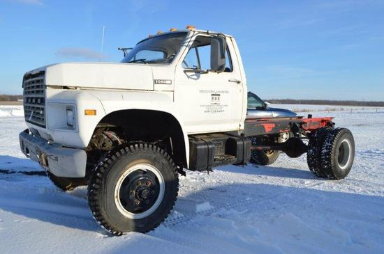 '81 Ford F700 cab & chasis truck w/ showing 64,000 miles, 4wd, VG 8 gas eng