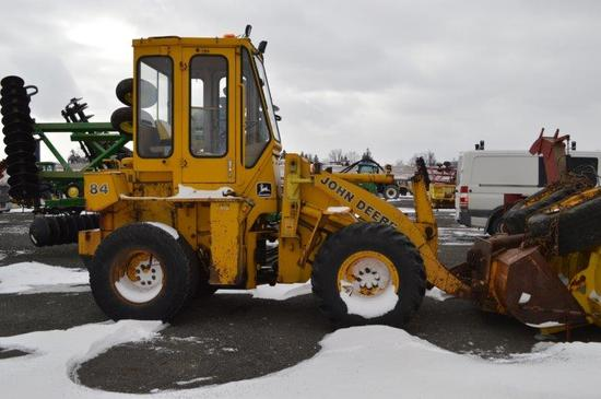 JD 84 pay loader w/ 6' 8'' material bucket, 5,872 hrs, 4 sp, 4wd