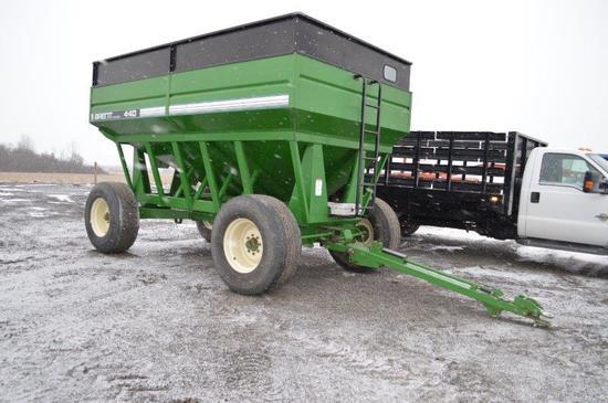 Brent 440 Gravity wagon w/ 425/65R22.5 Flotation tires