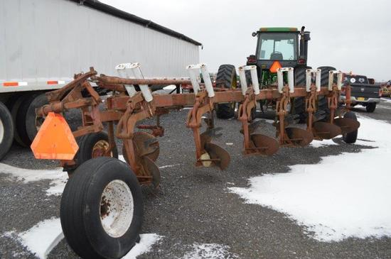 IH 720 6 bottom plow