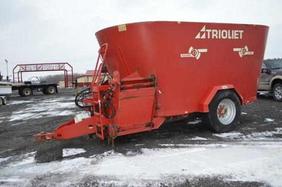 Triolet Solomix 2-1600L vertical mixer w/ side discharge, 385/65R22.5 tires