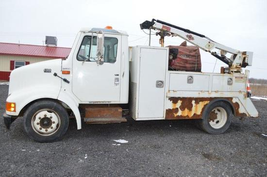 '00 International 4700 service truck w/ 9,409 miles, 2wd, Powerstroke 7.3 l