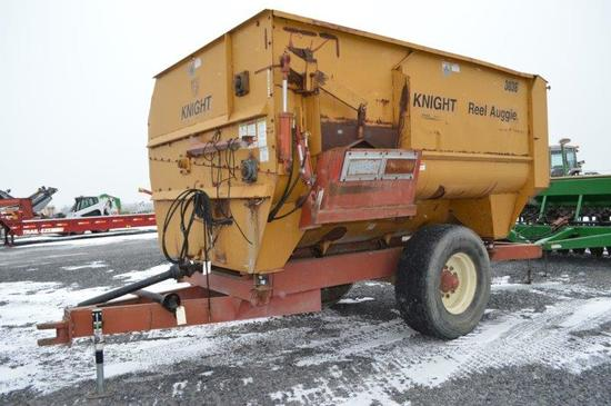 Kuhn Knight 3036 Real Auggie mixer 425/65R22.5 tires, (no scale head)