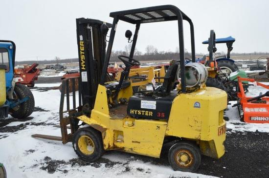 "Hyster 35 w/ propane tank, 2400# lift, 48"" forks, side shift, 20"" front tir"