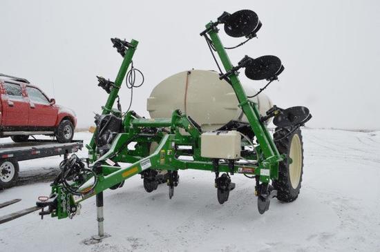 '18 Farm King 1410 fert. applicator w/ 12 row applicator, Yetter 2995 Extre