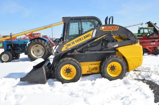 '15 NH L228 Skid loader w/ 3,572 hrs, cab, air, heat, hand and foot control