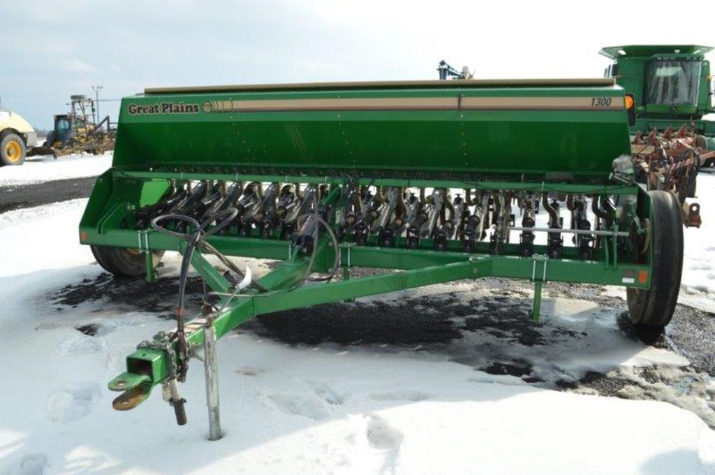 Great Plains 1300 grain drill, double openers, 7.50-20 marker tires