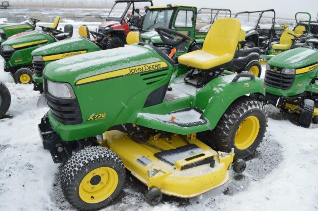 JD X728 ultimate lawn mower, w/ 515 hrs, 4X4, 60'' deck