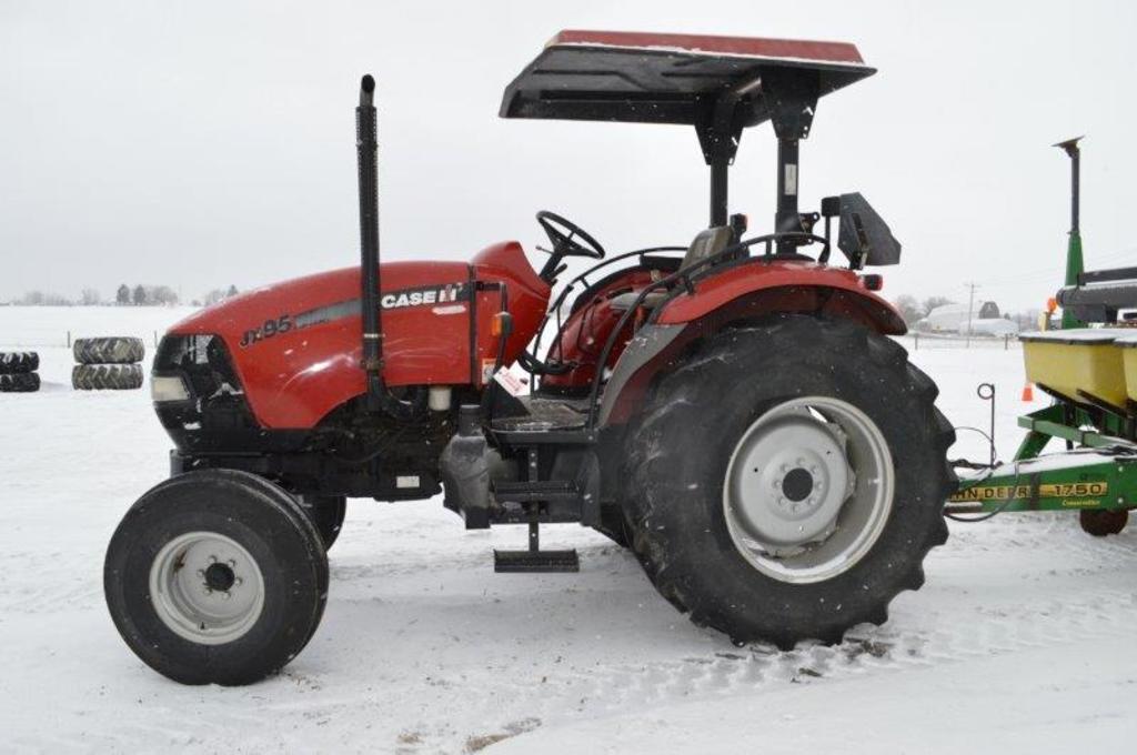 CIH JX95 tractor w/ 3,019 hrs, standard trans, 2wd, 2 remotes, 540 PTO, Goo