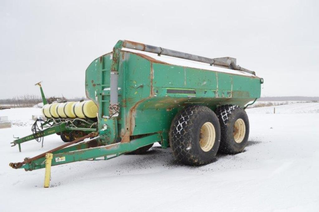 Houle 5,000 gal liquid manure spreader, 18L-26 rubber, hyd suspention, new