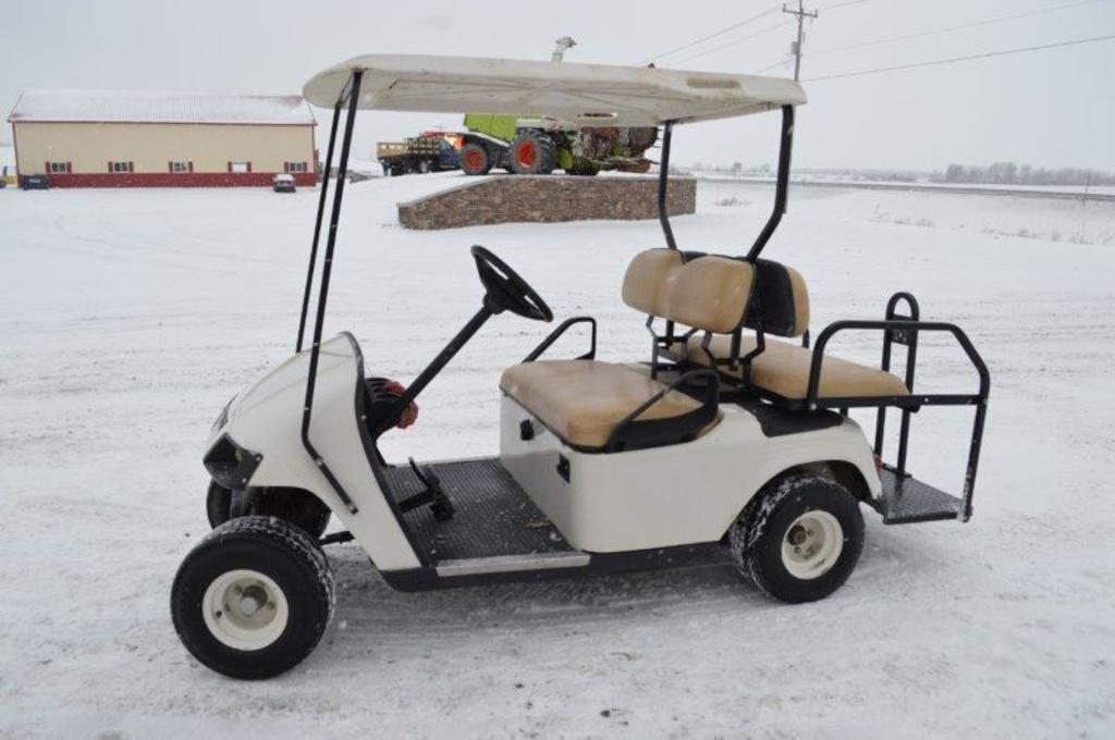 '05 EZ-GO Golf cart, 125cc twin cyld, rear seat, canopy, gas, 945 hrs, (ver
