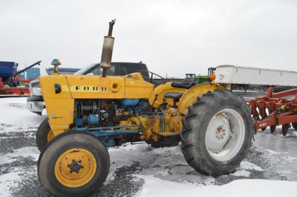 Ford 4000, 710 hrs 6 speed w/ high & low, 540 pto, gas, 13.6-38 rear rubber