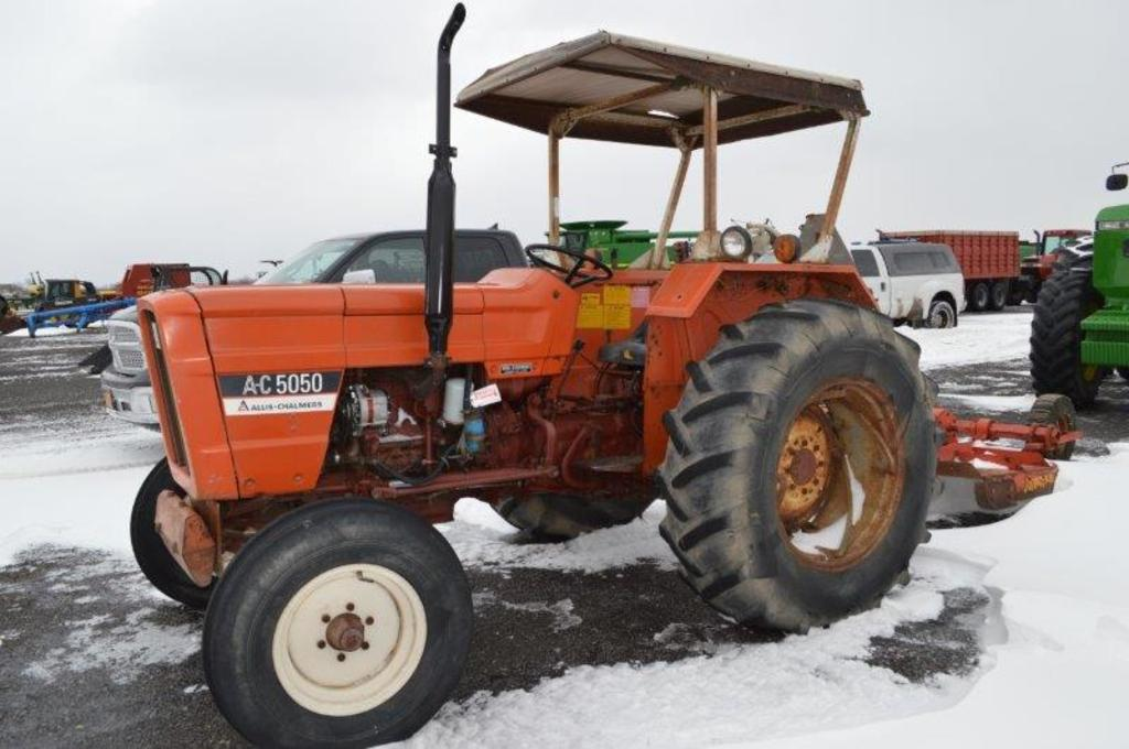 A-C 550, 5,299 hrs, 1 remote, 540 pto, top link, 12 speed trans, canopy