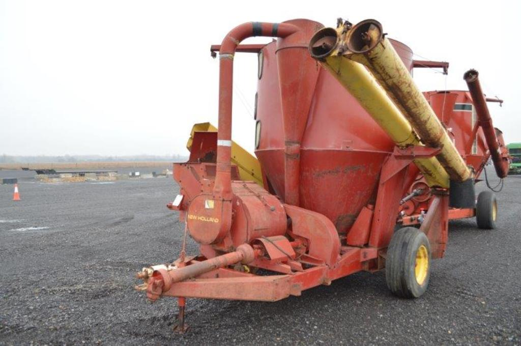 NH 357 grinder mixer w/ hyd. drive, 540 PTO, scales, ext. unload auger