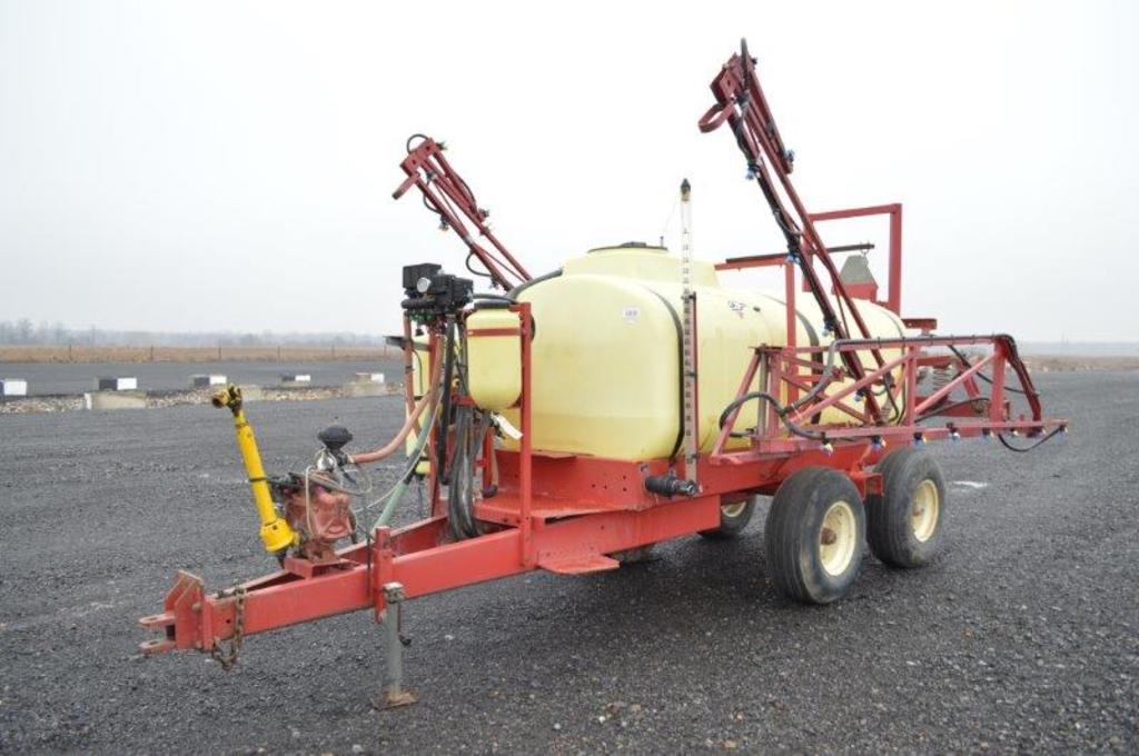 Hardi 1,000 gallon sprayer w/ 45' booms, tandem axle, hyd. boom lift, elect