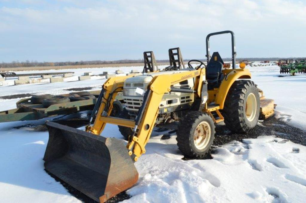 Cub Cadet 8354 SS tractor w/ 640 quick attach loader , 4wd, shuttle shift,