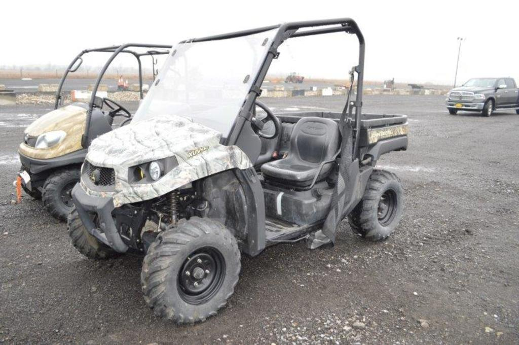 '15 JD XUV550 Gator w/ 53 hrs, 4wd, manual dumping box, camo (like new)