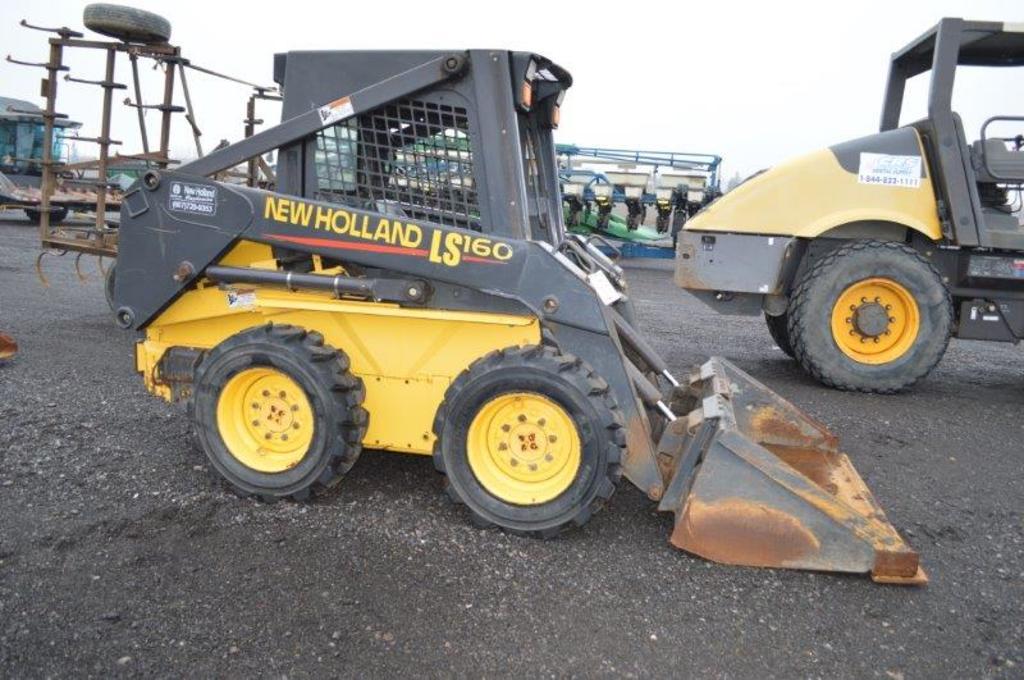 "NH LS160 skid loader w/ NH 52"" bucket w/ bolt on cutting edge, quick attach"