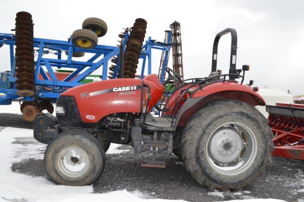 CIH Farmall 70 tractor w/ 1,740 hrs, 2wd, foot throttle, 2 remotes, top lin