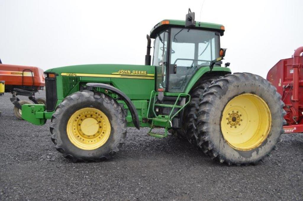 '00 JD 8110 tractor w/ 7,523 hrs, 16 speed power shift, 4wd, 20.8R42 rear d