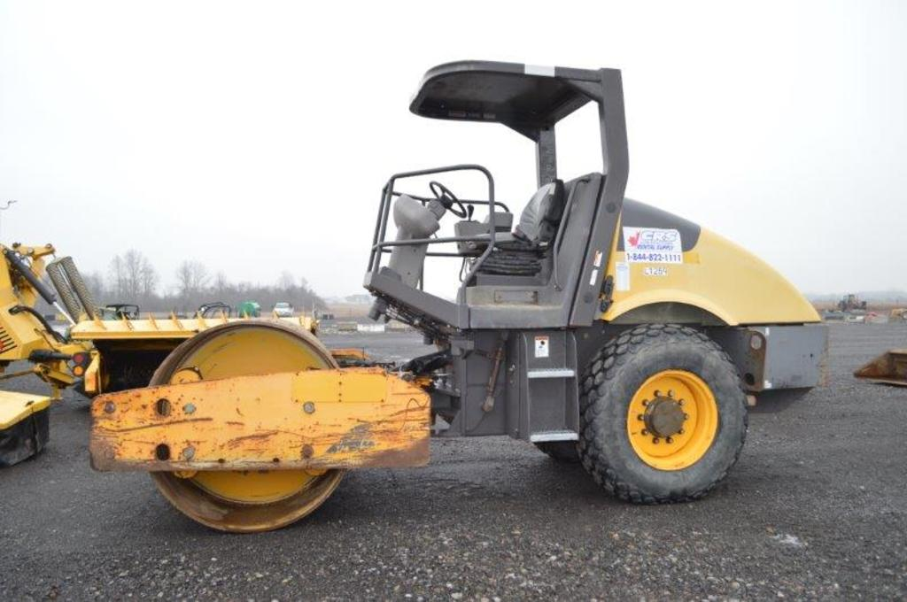 '11 Volvo SD70D vibrating roller w/ 2,082 hrs, (Works and runs great!)