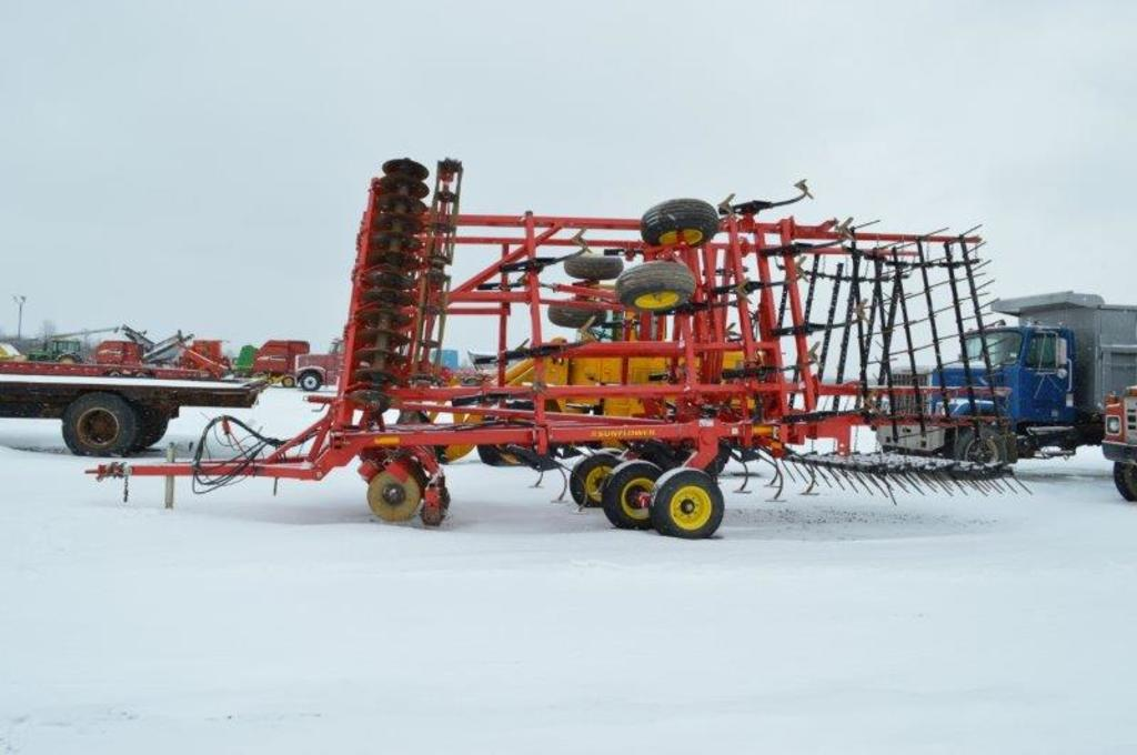 '14 Sunflower 6333 25' field finisher w/ tine leveler and rolling baskets (