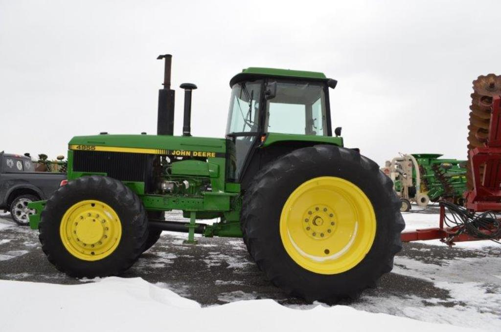 JD 4955, w/ 9133 hrs, 4wd, 15 speed power shift, 14 front weights, 2.8R42 r