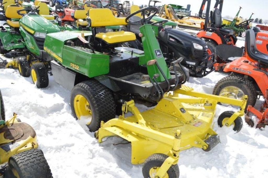 JD F932 zero turn lawn mower