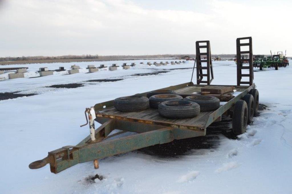 16' heavy duty farm trailer w/ 5 spare tires, 3 axles (No title)