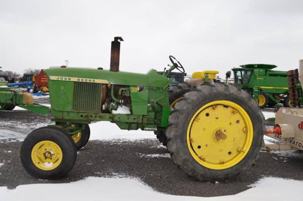 '62 JD 3010, wide front, gas, 2 remotes, syncro shift