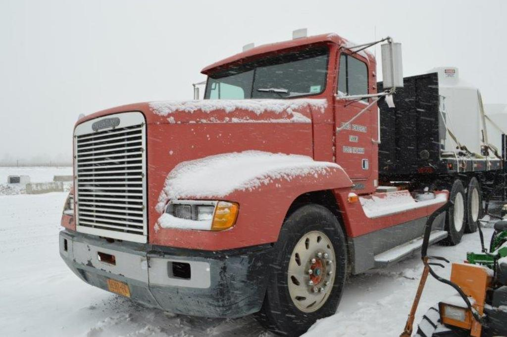 '95 Freightliner w/ 463,213 miles, day cab, 12,000# front axle, 46,000# bac