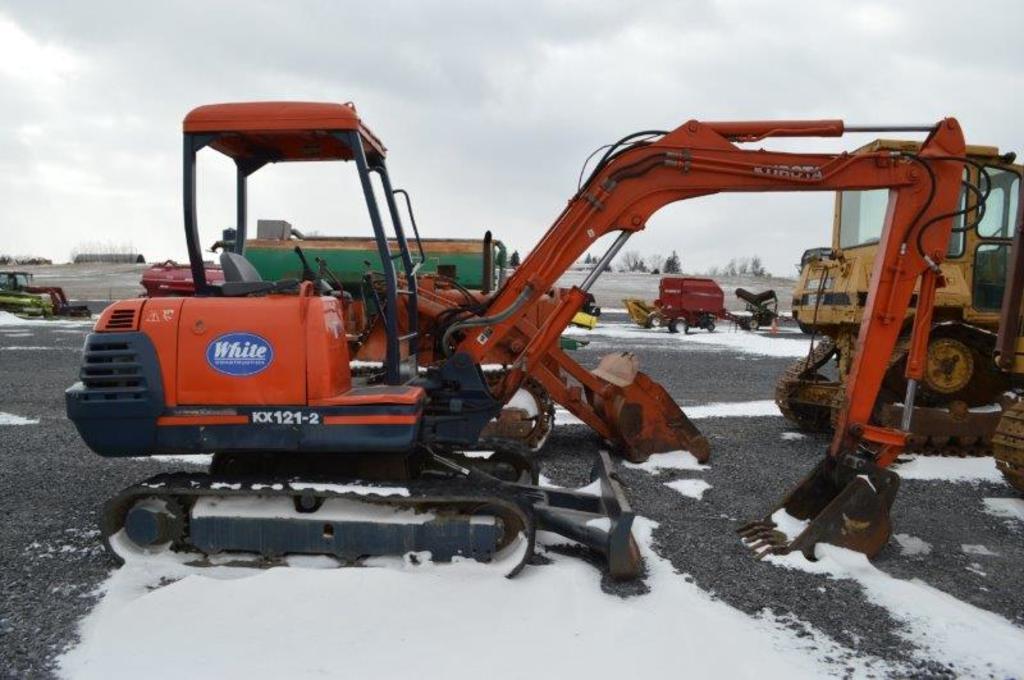 Kubota KX121-2 mini exc. w/ 2,535 hrs, 2 speed, 21'' digging bucket, leveli