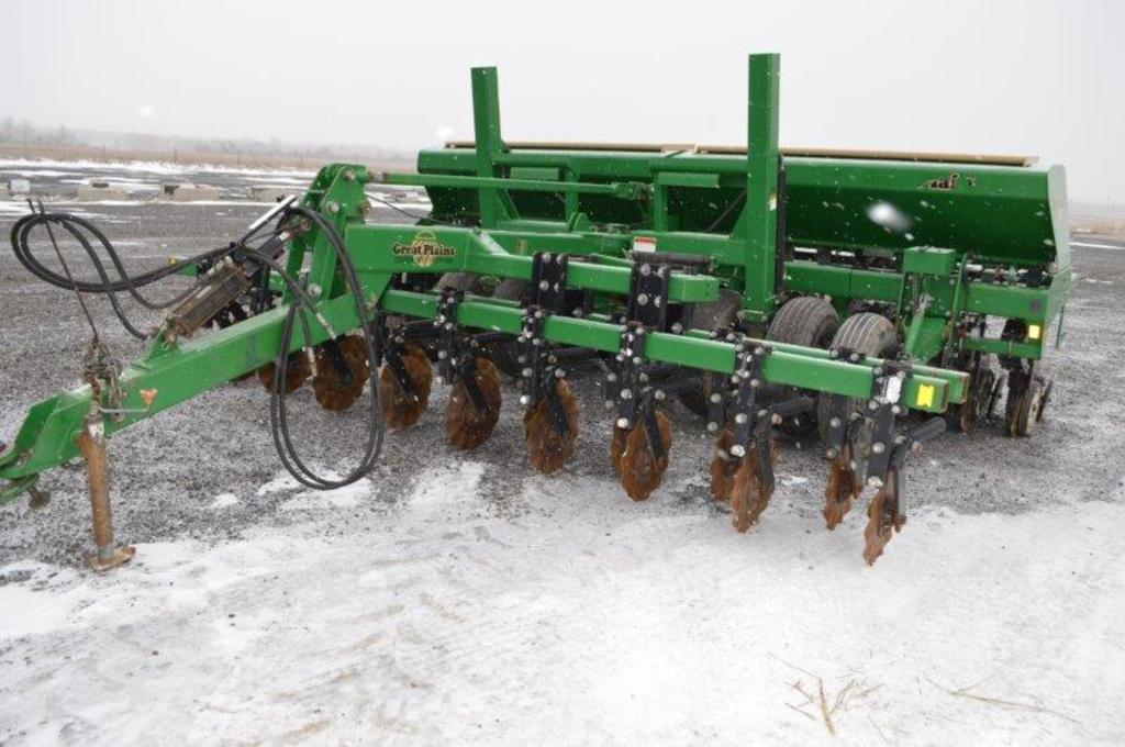 "Great Plain 1520 notill grain drill,15', closer wheels, 10"" rows"