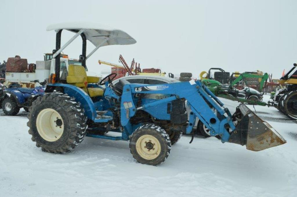 LS G3038 tractor w/ LL3104 loader, 4wd, 1,065 hrs, 2 remotes, 540 pto, cano
