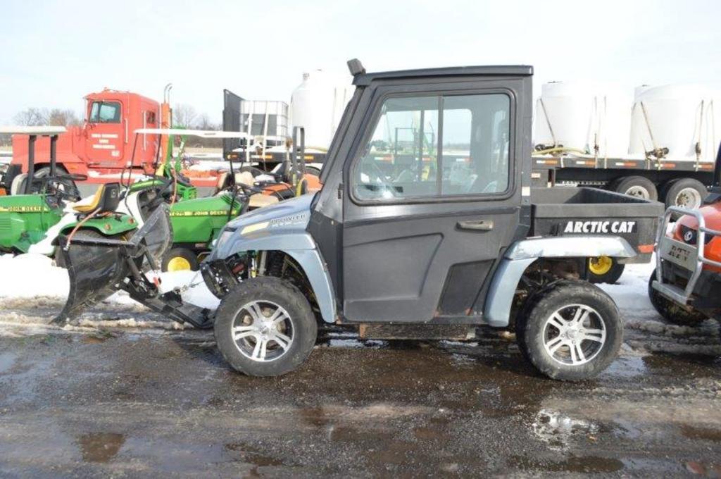 '10 Artic Proweller XTX 700 UTV, 933 hrs, 4wd, bed, snowplow, gas