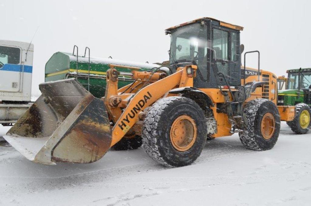 Hyundia HL755-9 wheel loader w/ 9,021 hrs, 9' bucket, hyd. quick attach, 4w
