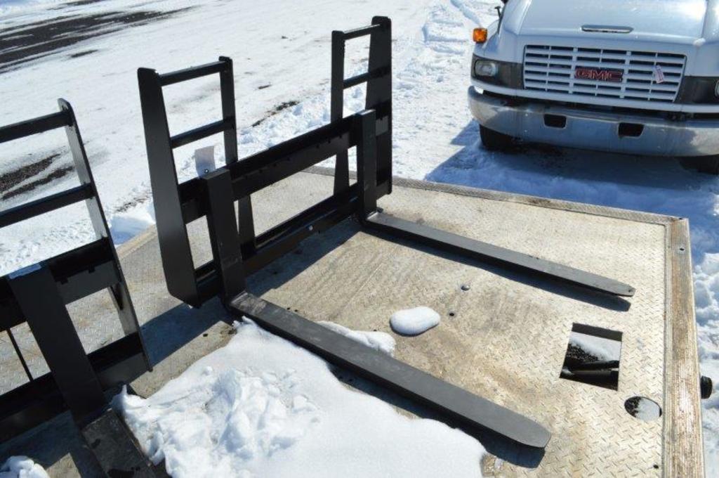 """48""""Heavy duty Skid mount walk through pallet forks"""