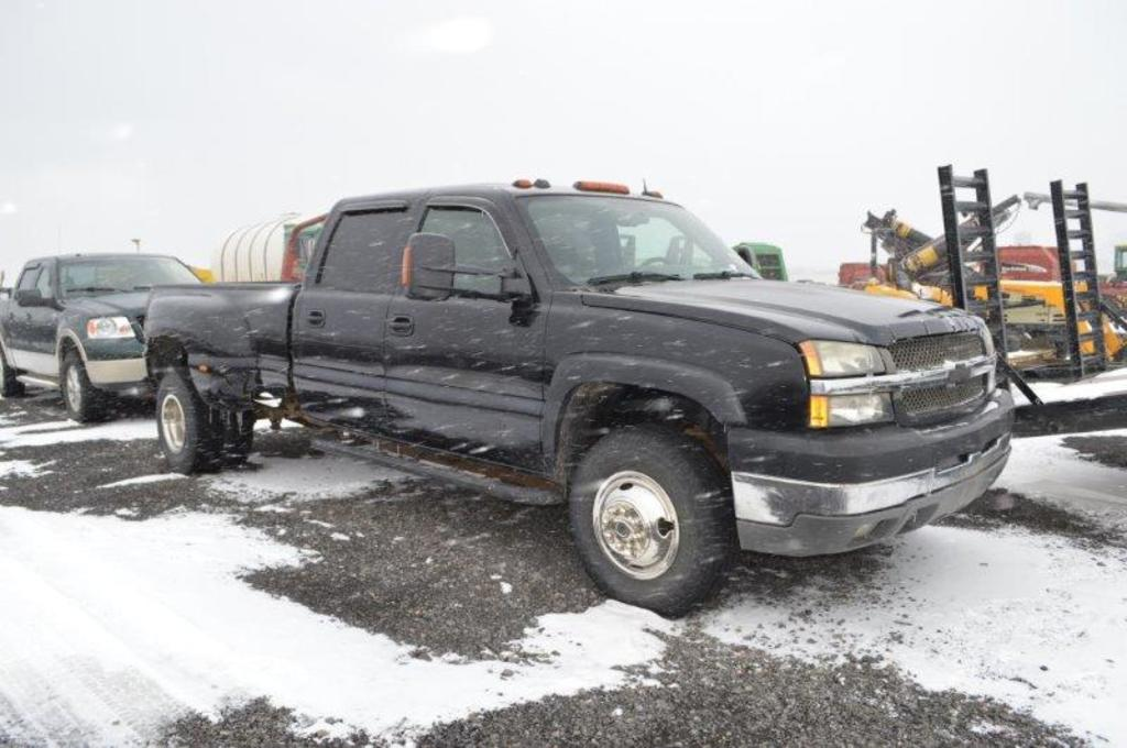 '04 Chevy 3500 dually truck w/ 8' box, 6.6 turbo deisel, automatic, 235,797