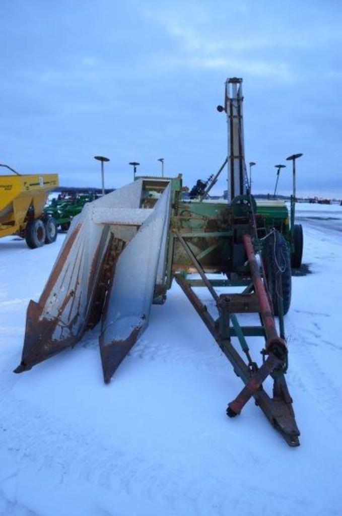 New Idea 323 1 row corn picker