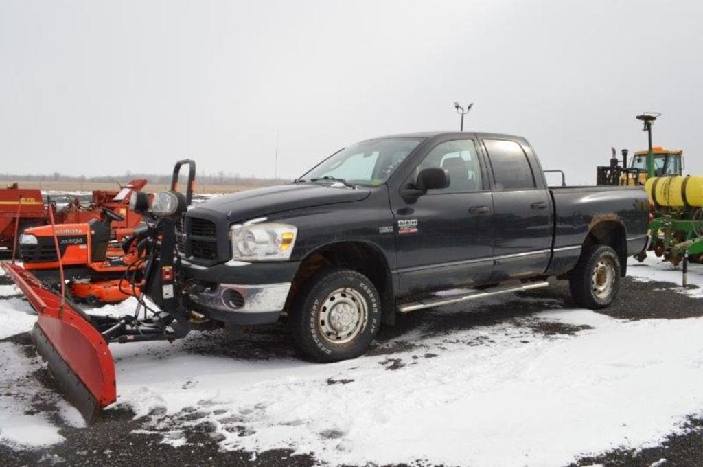 '07 Dodge Ram 2500 5.7 Liter Hemi pickup, w/ Boss 8 heavy duty snow plow, 1