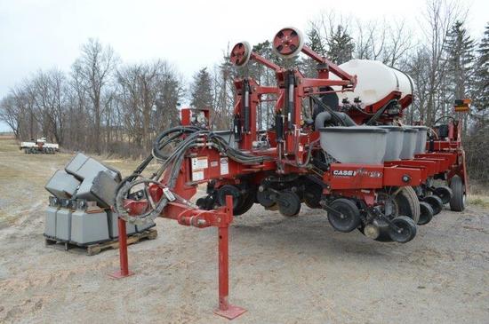 '10 CIH 1250 Early riser 12 row planter w/ liquid fert, hyd seed and fert d