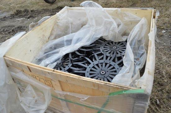 pallet of new Yetter disc