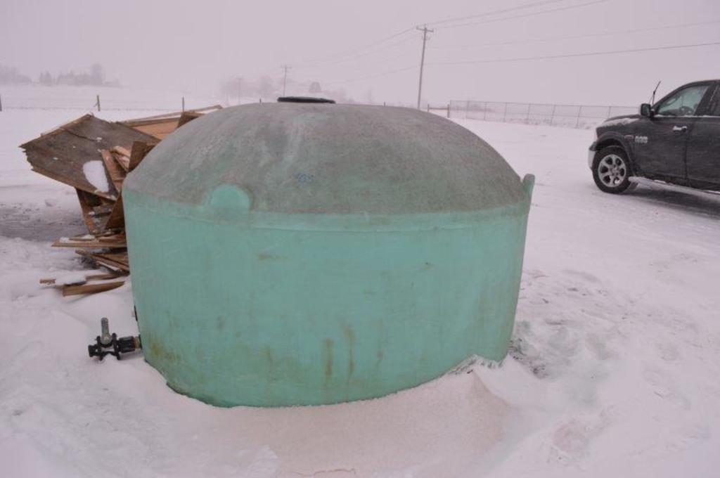 1100 gallon poly tank