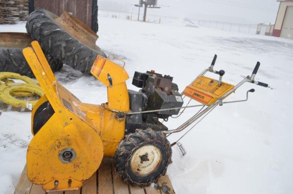 Snowflite 3' snow blower w/ tire chains, gas