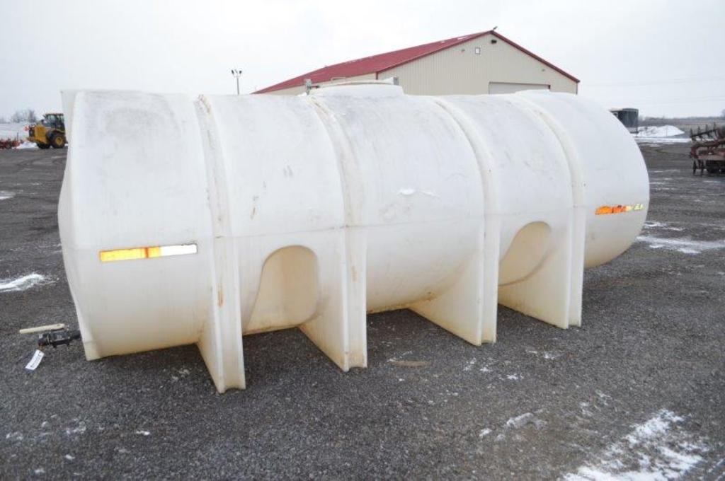 2,500 gal. Poly nurse tank