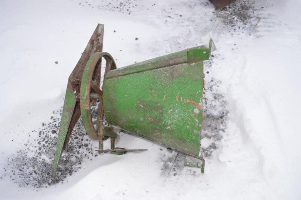 Sukup spinner for grain bin