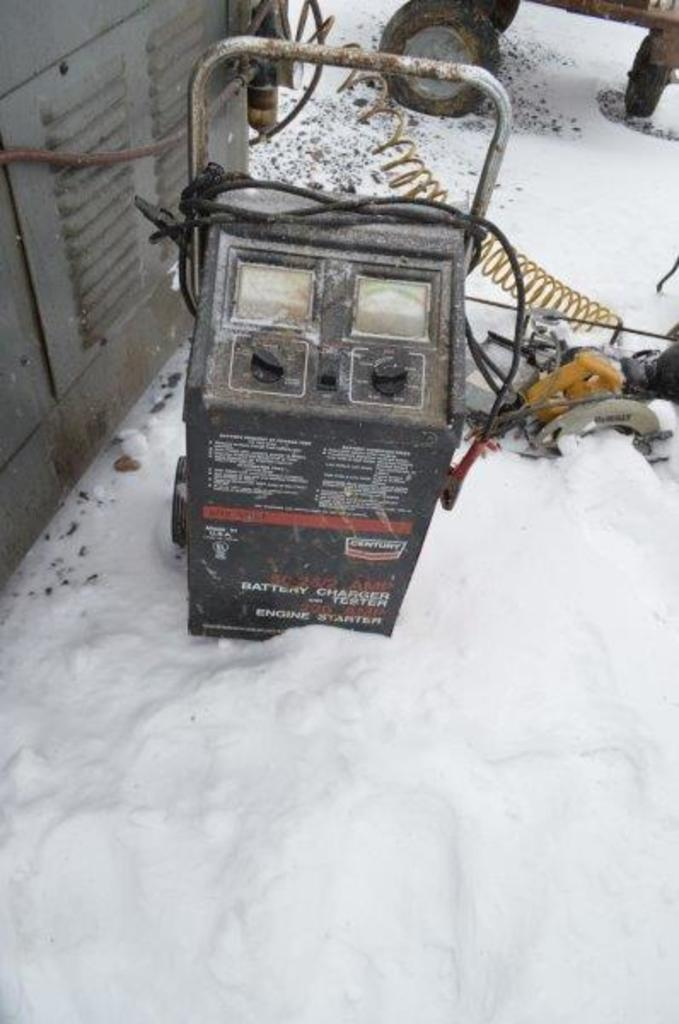 Century 6/12 volt battery charger and engine starter