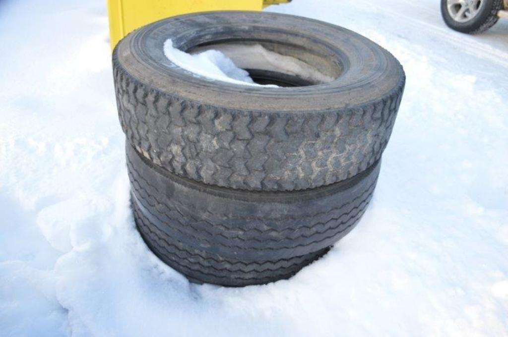 3-245/70R19.5 Tires